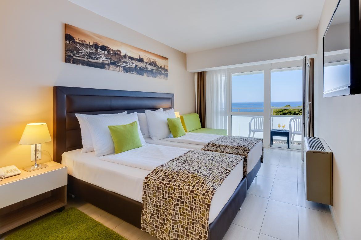 Premium Room with Balcony – Seaview